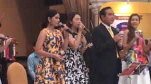 เปิดคลิปนายกฯ โชว์ลีลาร้องเพลง ในแถลงผลงานครม. 2 ปี