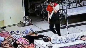 คลิปชัดมัดโจรแสบ ตระเวนขโมยกระเป๋า ญาติผู้ป่วยในโรงพยาบาล
