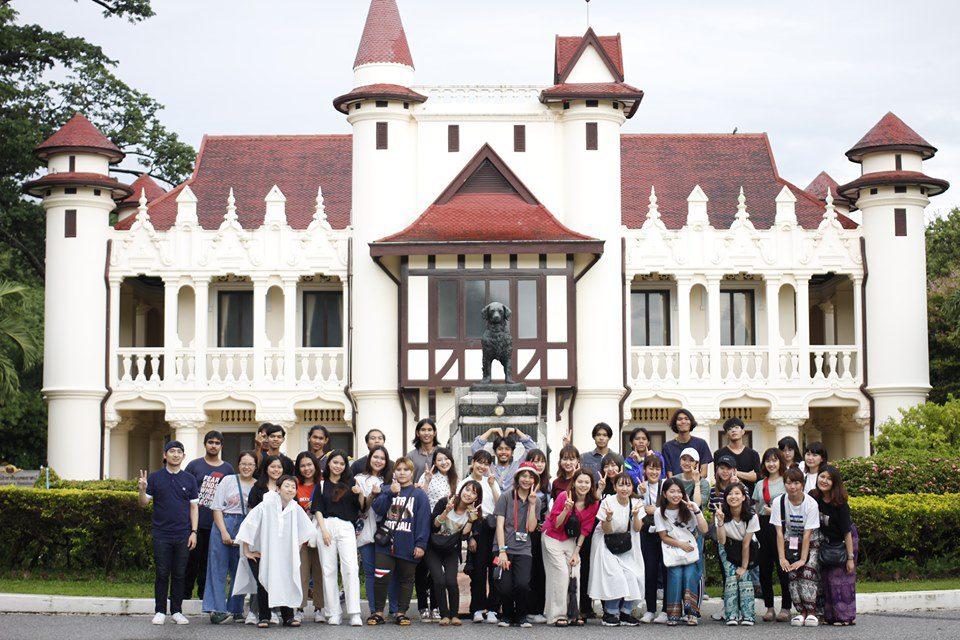 """นศ.สถาปัตย์ ม.ศรีปทุม แท็กทีม Sugiyama Jogakuen University เข้าศึกษาเรียนรู้สถาปัตยกรรมไม้จากภูมิปัญญาพื้นถิ่นไทย  """"เถรอดเพล วัดไทร"""" นครปฐม"""