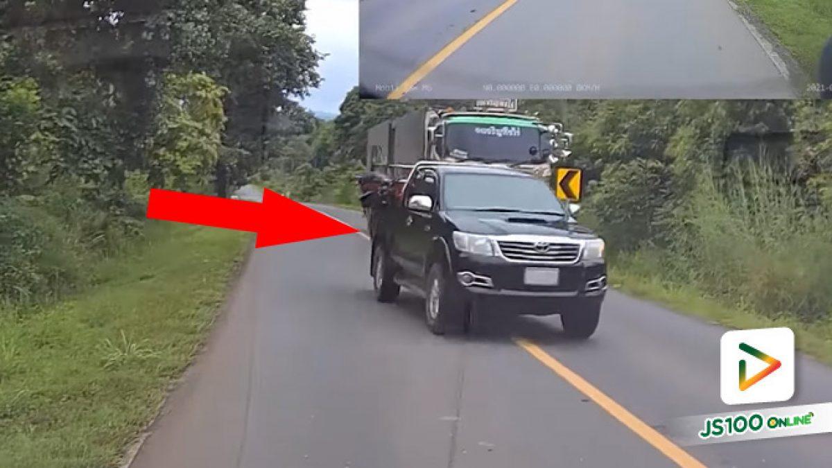 แซงเส้นทึบทางโค้ง แถมกระพริบไฟไล่คนมาทางถูก (14/09/2021)