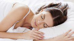 ผลวิจัยชี้! ท่านอน ส่งผลกับความฝันในยามค่ำคืนได้