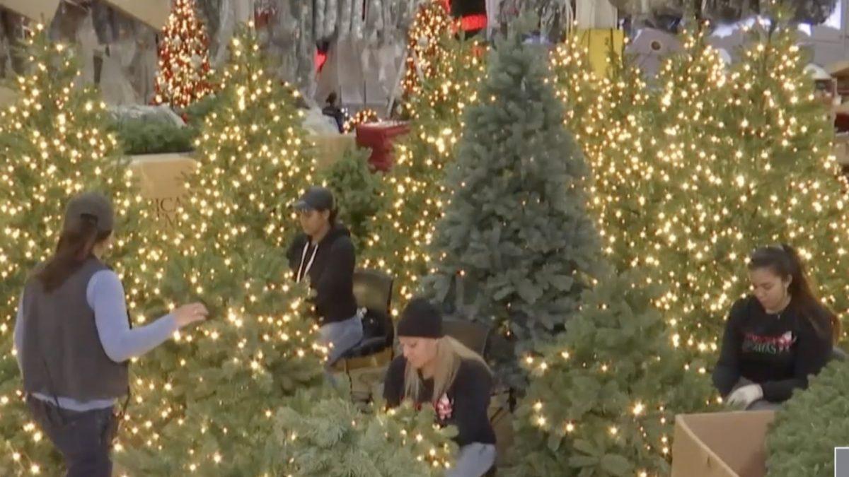 โรงงานผลิตของตกแต่งคริสต์มาสในสหรัฐฯ