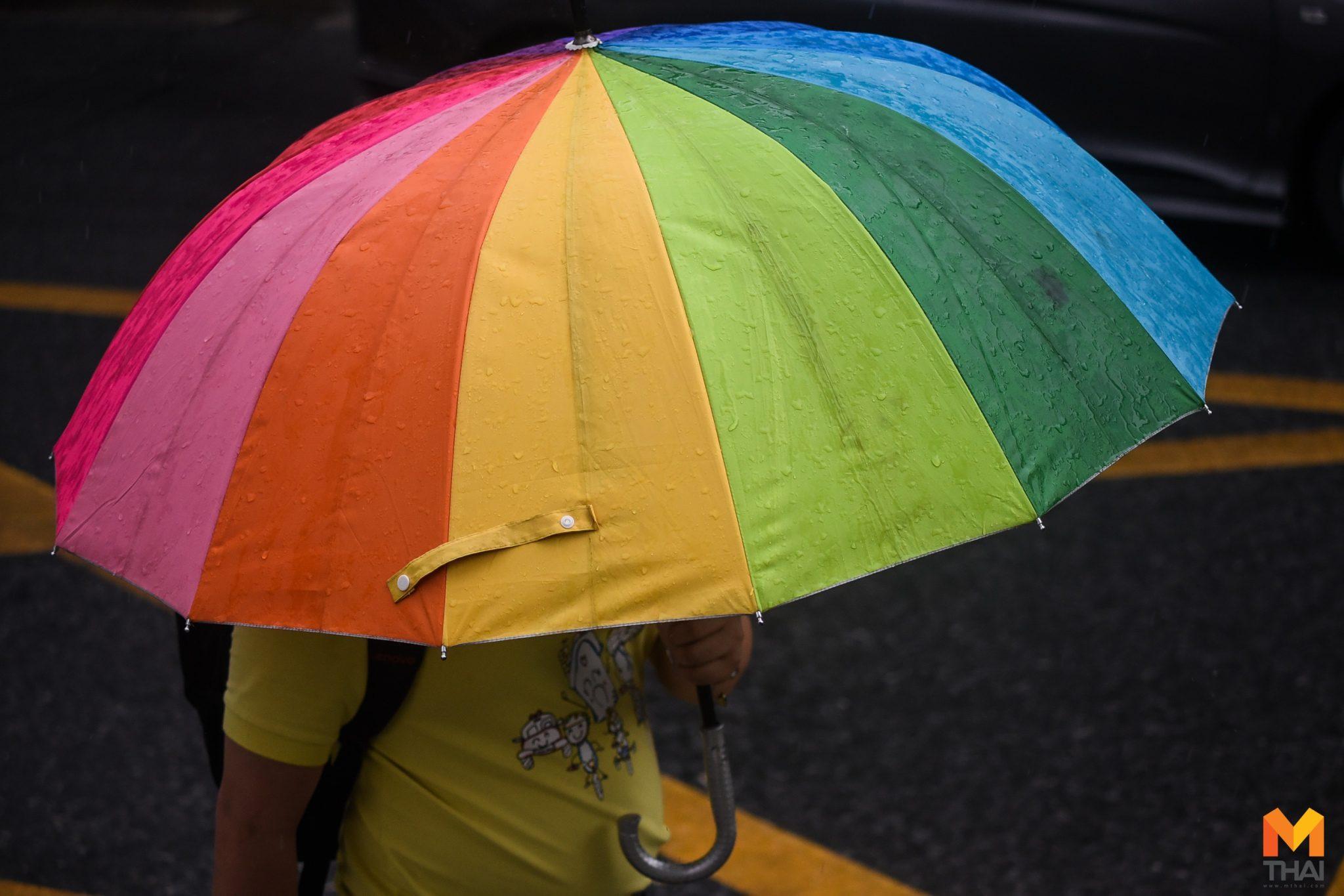 ฝนถล่มทั่วกรุงฯ การจราจรติดขัด น้ำท่วมขังหลายจุด