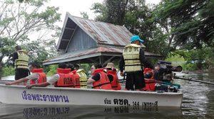ตชด.144 นำชุดธารน้ำใจช่วยผู้ประสบภัย มอบให้กับชาวบ้านที่ประสบภัยน้ำท่วม ที่เพชรบุรี