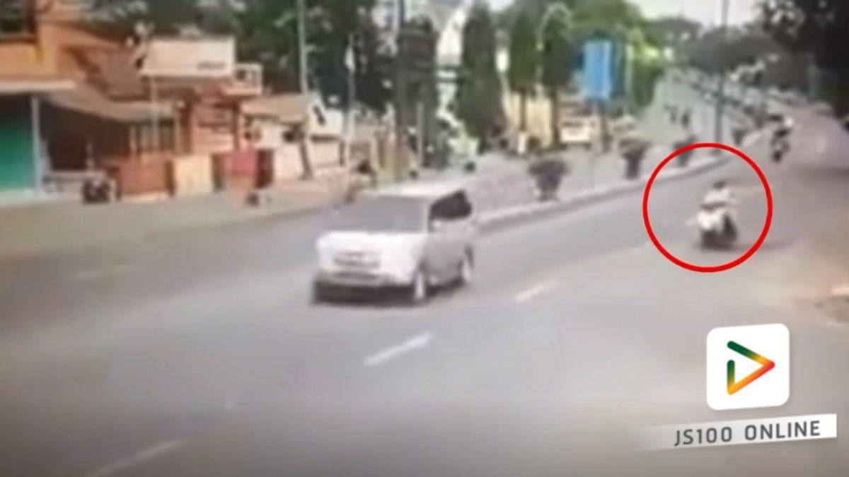 สุดอันตรายรถจยย. เลี้ยวเปลี่ยนเลน (07-02-61)