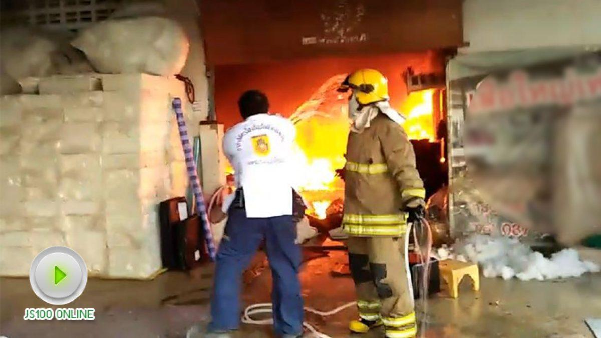 ไฟไหม้โรงงานเฟอร์นิเจอร์ ภายในซ.สะแกงาม54 (19-12-2560)
