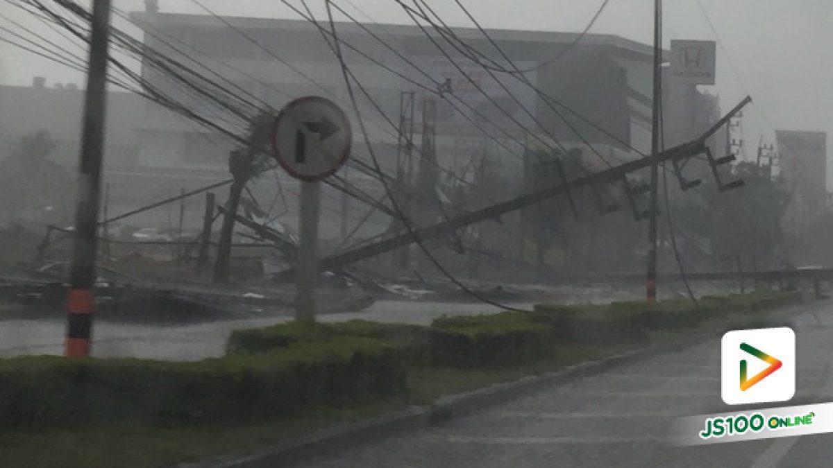 วินาทีเสาไฟฟ้าล้มจนเกิดประกายไฟช่วงใกล้เซ็นทรัลฯเชียงราย ขณะเกิดพายุฝนลมแรง เมื่อเวลา 17:30 น. (10-05-61)