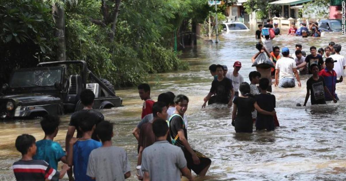 """""""จาการ์ตา"""" น้ำท่วมฉับพลัน ประชาชนอพยพ 6 หมื่นราย"""