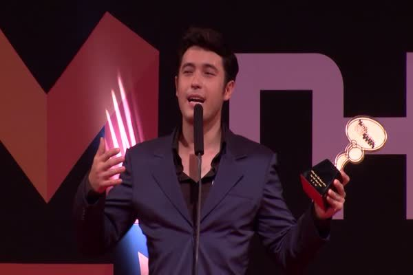 แอนดริว เกรกสัน จากซีรีส์ เลือดมังกร ตอน แรด และละคร วิมานเมขลา รางวัล Top Talk About Actor 2016