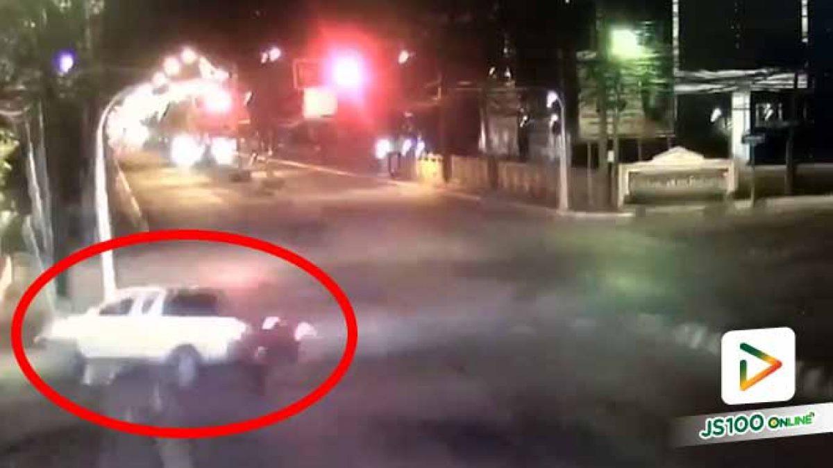 ไม่รู้เกิดอะไรขึ้นกับคนขับ จู่ๆ เสียหลักพุ่งชนเสาอย่างจัง (23/11/2020)
