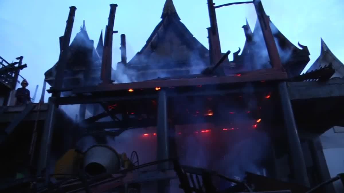 เพลิงไหม้! กุฎิไม้สัก 'วัดร้อยไร่' วอด 5 หลังสูญกว่า 10 ล้านบาท