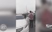 รถถูกเฉี่ยว ฝรั่งฟิวส์ขาดตบหัวคนไทยกลางถนน