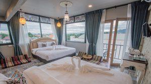รีโนเวทตึกแถว สี่ชั้นครึ่งเป็นโรงแรมสไตล์วินเทจเน้นตกแต่งแบบไทย