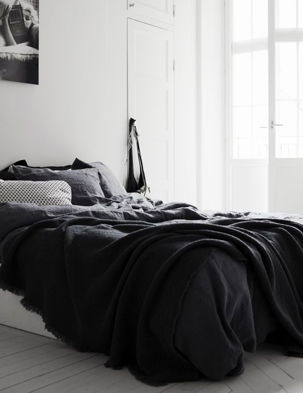 simple-and-basic-color-palete-for-bedroom