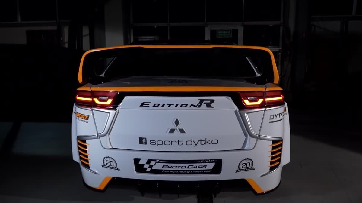 ชม Mitsubishi Lancer Edition R กับชุดแต่งจัดเต็มในสไตล์ Evolution