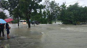 เพชรบุรีอ่วม! น้ำท่วมเทศบาลสูง 50ซม. ถนนจมหลายสาย