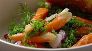 ยำปูอัด ใส่พริกซอยและวาซาบิ รสชาติเผ็ดร้อน