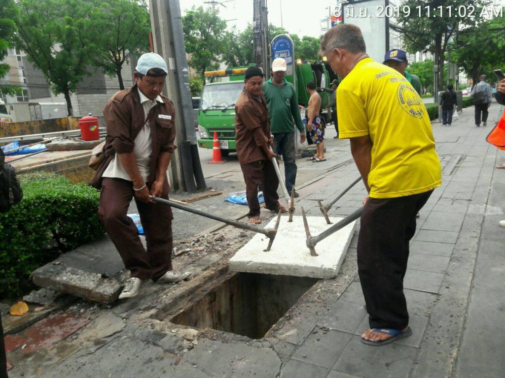ซ่อมฝาท่อระบายน้ำ