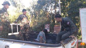 หนุ่มพม่าคาดเมายา ใช้อาวุธมีดไล่ฟันตำรวจ