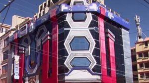 สุดยอด! ตึกโบลิเวีย ถูกดัดแปลงให้เหมือนหุ่นยนต์ในหนัง 'ทรานสฟอร์เมอร์'