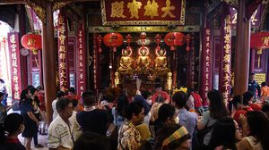 ชาวไทยเชื้อสายจีน ไหว้สิ่งศักดิ์สิทธิ์ช่วงเทศกาลตรุษจีน