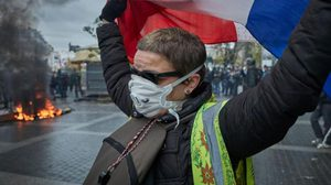 ฝรั่งเศสประท้วงใหญ่ครบ 1 ปี ต้านรัฐบาล