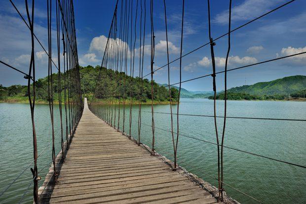 สะพานแขวนแก่งกระจาน อ. หนองหญ้าปล้อง จ.เพชรบุรี