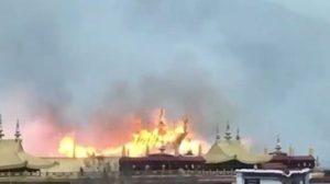 ชาวพุทธโศกเศร้า ! ไฟไหม้วัดโจคัง มรดกโลกในทิเบต