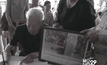 ตาวัย 90 ปี บุคคลในภาพเฝ้าฯ รับเสด็จ ร่วมลงนามไว้อาลัย