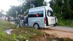 รถตู้คณะทอดกฐิน พุ่งชนช้างป่าเขาอ่างฤาไน ฉะเชิงเทรา เจ็บอื้อ!