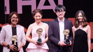 ประมวลภาพ 2 ผู้กำกับ 2 นักแสดง เดินพรมแดงขึ้นรับรางวัล