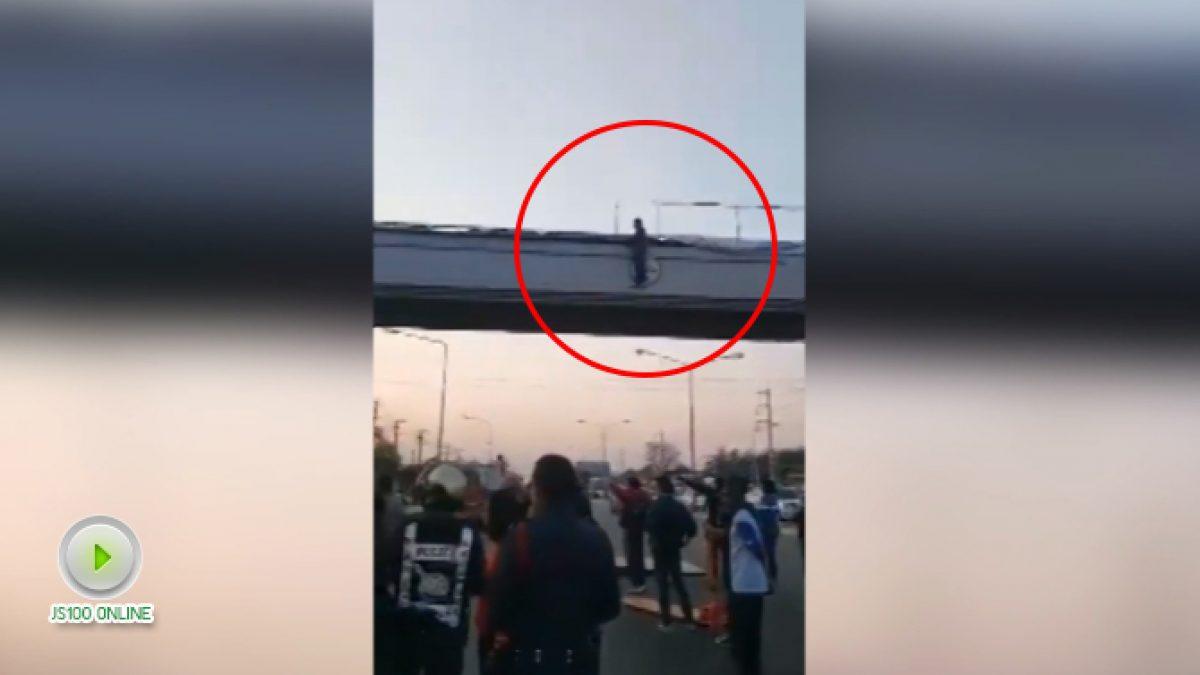 เด็กชายวัย 13 น้อยใจสาวที่แอบชอบคิดสั้นกระโดดสะพานลอยหน้า รพ.ชุมแพ จ.ขอนแก่น (17-01-61)