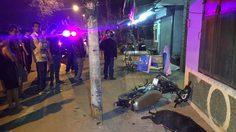 หนุ่มซิ่งจักรยานยนต์ชนสุนัขตาย ก่อนชนเสาไฟฟ้าร่างกระเด็นเสียชีวิตคาที่
