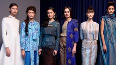 ตระการตา!18 ชุด แฟชั่นโชว์ ผ้าไทย และ ผ้าปัก โดย ดีไซเนอร์ไทย แรงบันดาลใจจากพระราชจริยวัตร