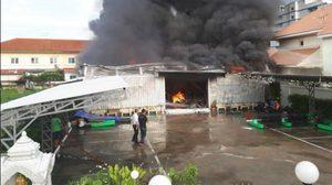 ไฟไหม้โกดัง ในหมู่บ้านเมืองเอก หลัง ม. รังสิต