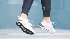 Under Armour HOVR SLK รองเท้าสปอร์ตสไตล์ ให้ความรู้สึกประดุจไร้แรงโน้มถ่วง