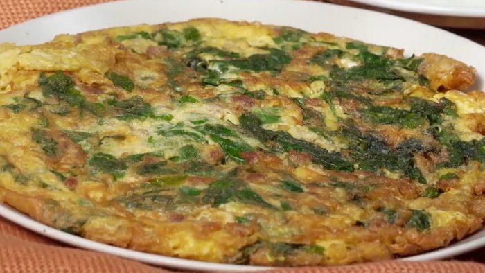 วิธีทำ ไข่เจียวผักหวาน เมนูทำง่าย อร่อยและมีประโยชน์