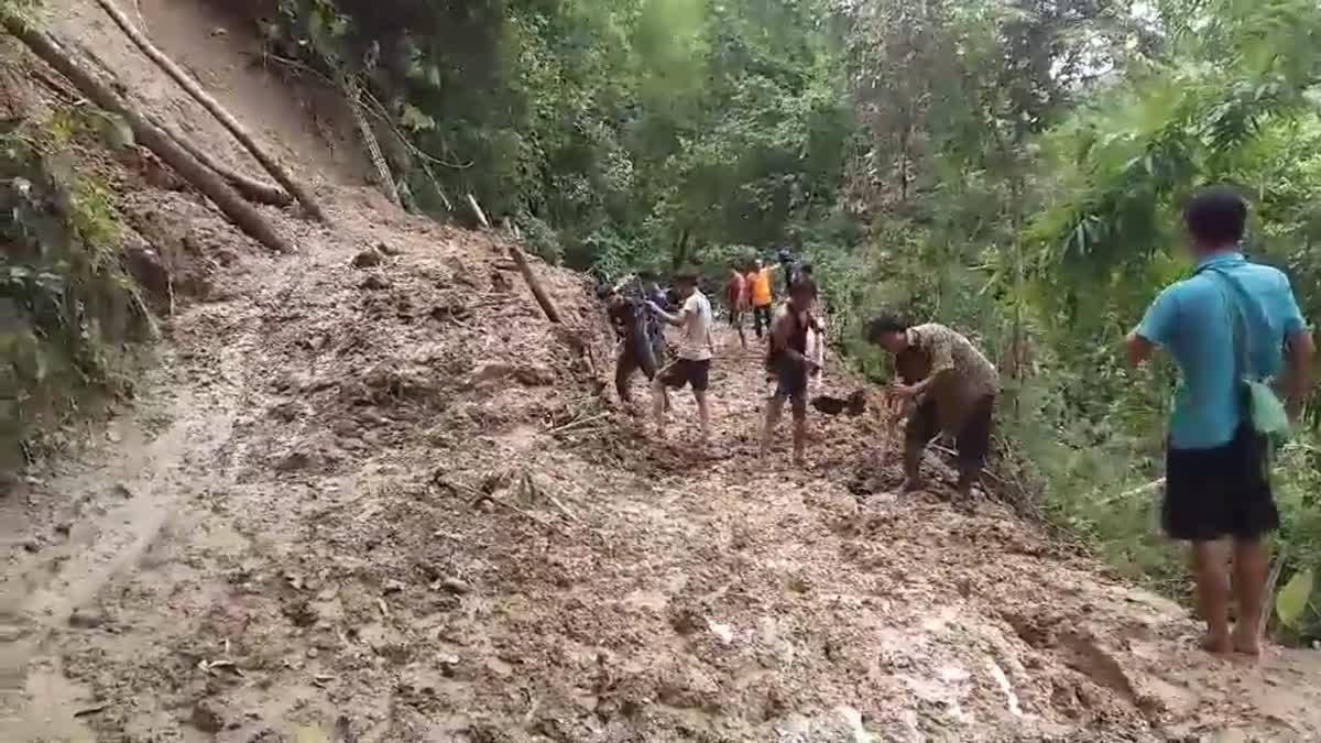 ฝนถล่มแม่ฮ่องสอน!! เส้นทางสัญจรถูกตัดขาดกระทบชาวบ้าน-นร.