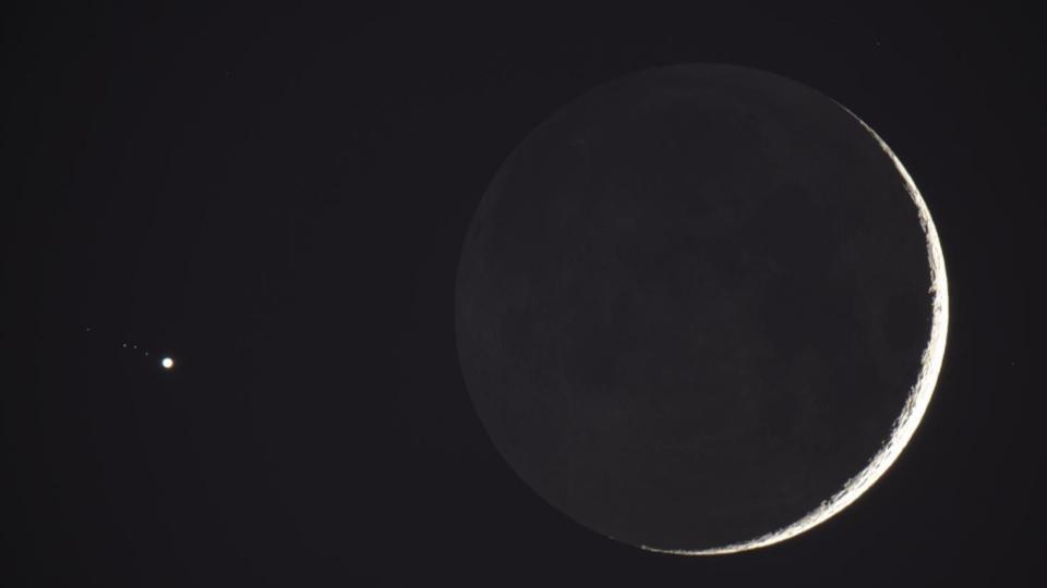 สวยงาม ปรากฏการณ์ ภาพดาวเคียงเดือนเสี้ยว เหนือท้องฟ้าไทย