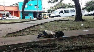 สลดใจ ! เด็กหญิงอาร์เจนติน่า กินน้ำเน่าจากพื้นถนน กลางอากาศร้อนจัด