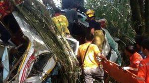 รถทัวร์ชาวจีนตกเหว ที่ดอยสะเก็ด เสียชีวิตแล้ว 11 ราย