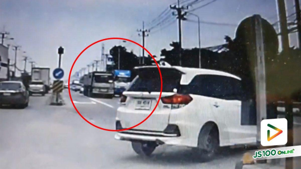 คลิปเตือนอย่ากลับรถตัดหน้าใครแบบนี้นะ อันตรายเดือดร้อนถึงคนอื่นนะครับ (15-05-61)