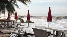 พิษ 'ปาบึก' ทำบ้านเรือน-รีสอร์ตริมทะเลจันทบุรีอ่วม หลังพายุฝนคลื่นสูงซัด