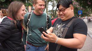 คิม ไทยแลนด์ ชมเมืองฮานอย ถูกสื่อนอกรุมถ่ายภาพ ย้ำแค่มาเที่ยว ไร้เจตนาก่อกวน