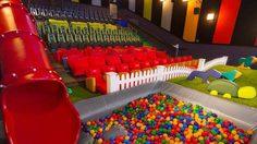 """อเมริกาเปิดตัว """"โรงหนังสนามเด็กเล่น"""" ทางออกของเหล่าเด็กจอมพลัง"""