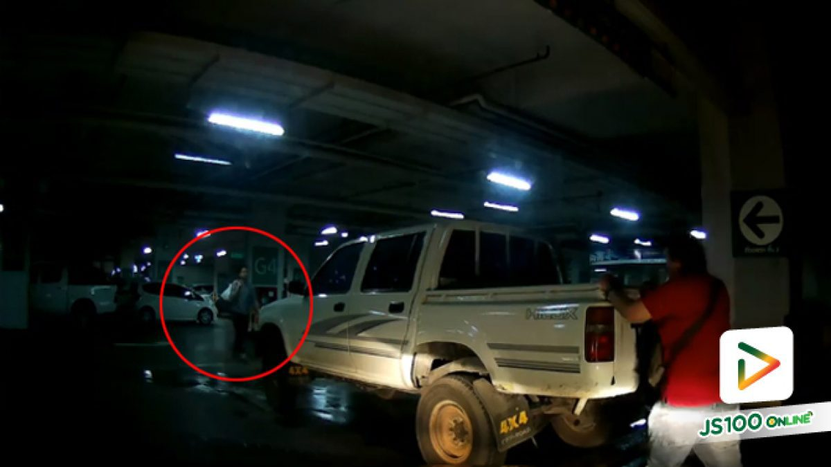 คลิปกระบะจอดรถข้างทางเข้าลาดจอดรถห้างสรรพสินค้า ย่านพระราม 1 (11-06-61)