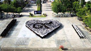 วิทยาลัยอาชีวศึกษาอุดรธานี กว่า 3 พันคน ร่วมแปรอักษรสัญลักษณ์