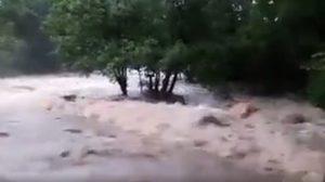 คลิปนาทีน้ำป่าไหลหลาก ที่น้ำตกตาดโตน หลังฝนตกหนัก