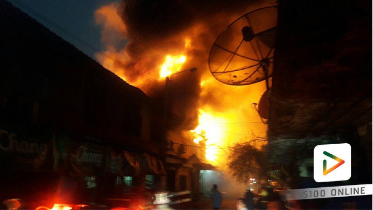 ด่วน! ไฟไหม้อาคารพาณิชย์ ใกล้ตลาดดาวคะนอง ซ.ตากสิน 46 เสียหายหลายคูหา