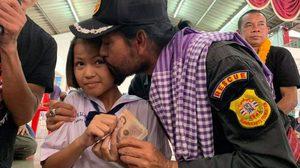 บิณฑ์ซึ้งน้ำใจ เด็กหญิงป่วยมะเร็งฯ นำเงิน 1000 บริจาคน้ำท่วมอุบล